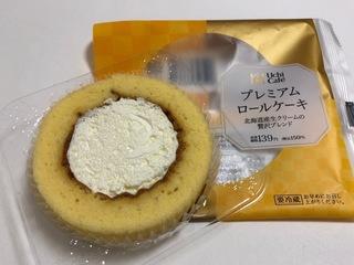 2018.05.03-2ローソンプレミアムロールケーキ.JPG